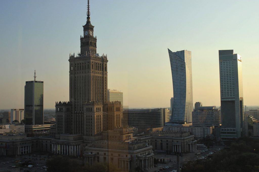Pałac kultury i nowoczesne wieżowce